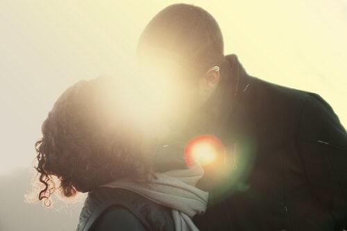 結婚相談所で出会った男女のキスのタイミング