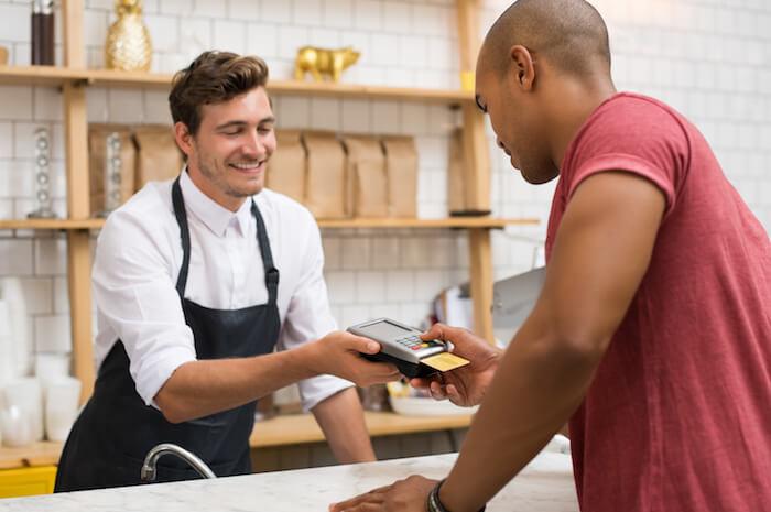 ⑤食事代の支払いは男性が持つ