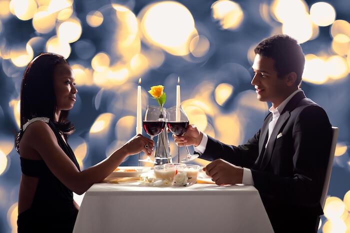 食事中の会話は無理して盛り上げるよりも誠実に