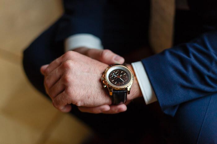 女性に好印象を与える時計を選ぶ